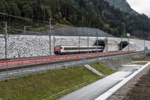 Megnyílt a világ leghosszabb vasúti alagútja Svájcban