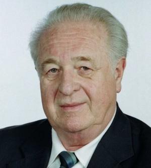 Arnold Károly 1932-2019